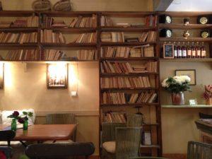 Nichts passt besser als Buch und Café (Moissac)